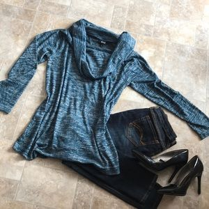 Comfy and cute! Teal knit top
